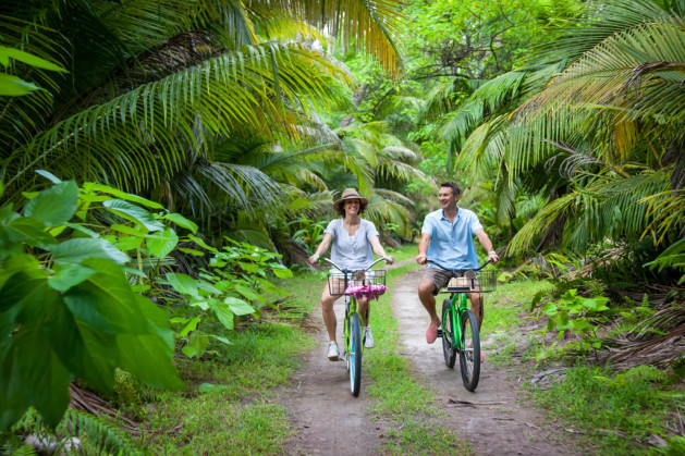 alphonse-experience-island-activities-cycling-01